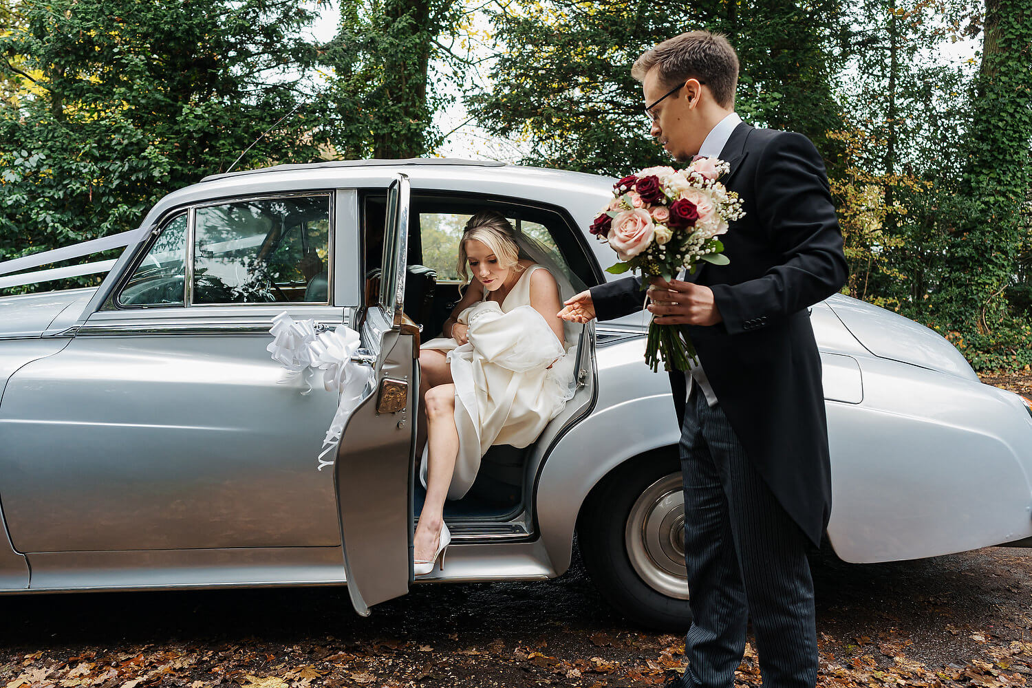 bride getting out of rolls royce at botley wedding