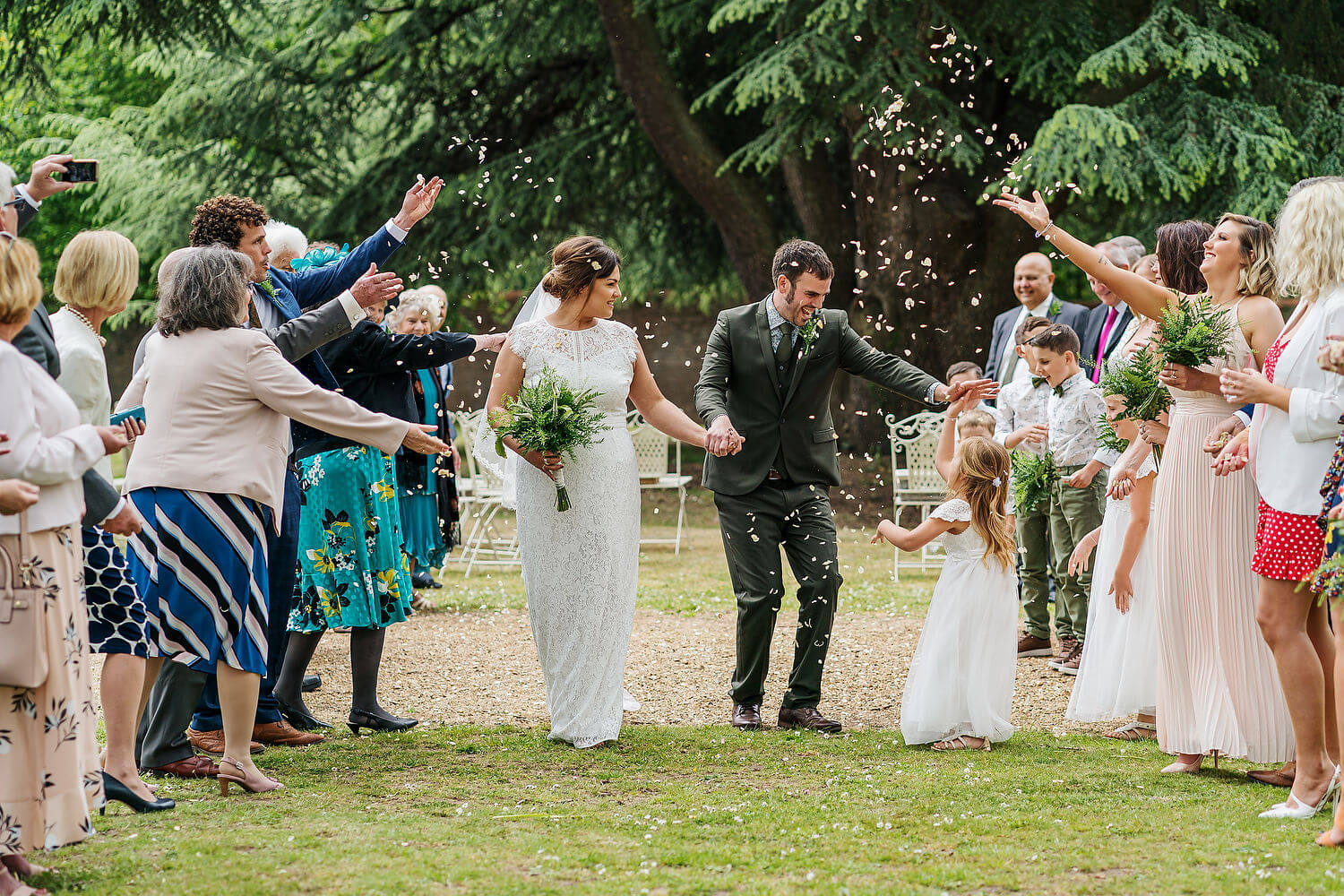 confetti throwing at victoria house wedding