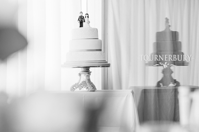 wedding cake at tournerbury woods estate