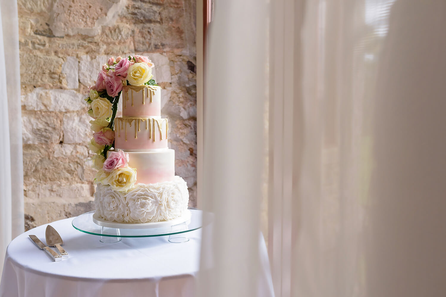 wedding cake at lulworth castle